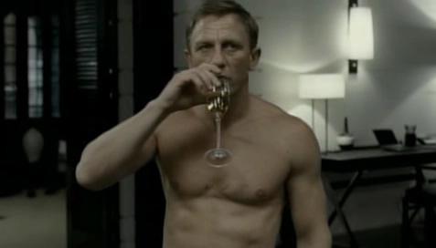 James Bond est tout nu